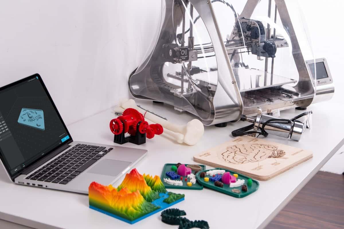 3D Printer & Laptop Computer